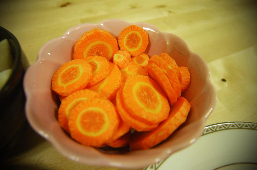 紅蘿蔔去皮切片