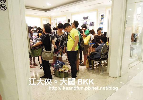 人滿為患的曼谷包店.jpg
