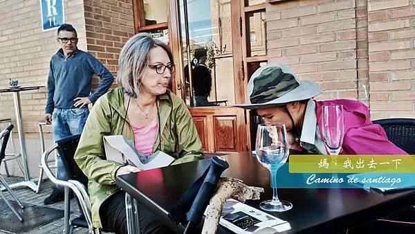 smiley 和義大利姐姐找路中我們喝酒.jpg