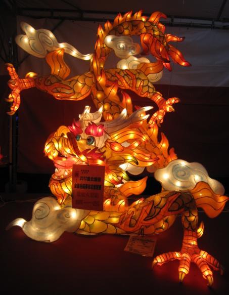 社會大專組花燈競賽第一名的花燈.jpg