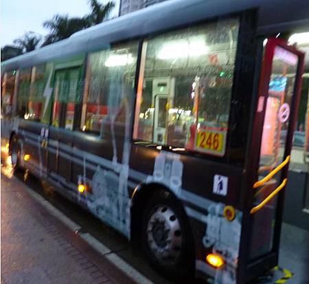 電動公車側面