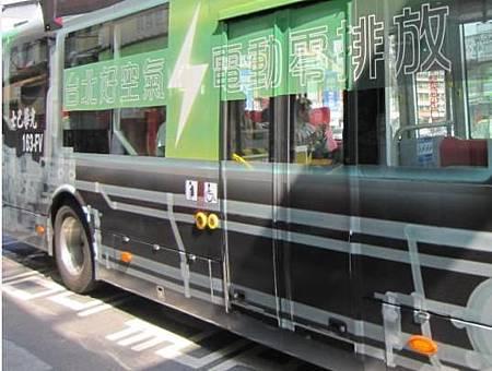 電動公車側面2