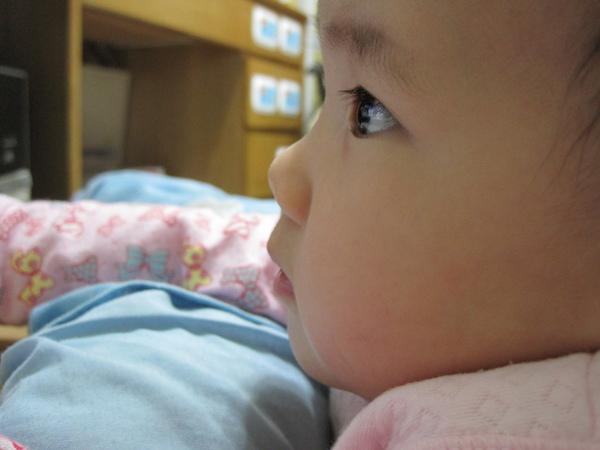 小米專注的表情…