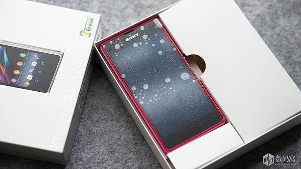 Xperia-Z1-Compact-Retail-Packaging_6-640x359