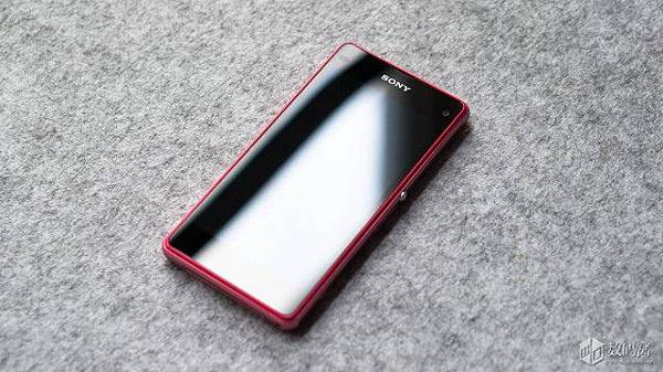 Xperia-Z1-Compact-Retail-Packaging_8-640x359