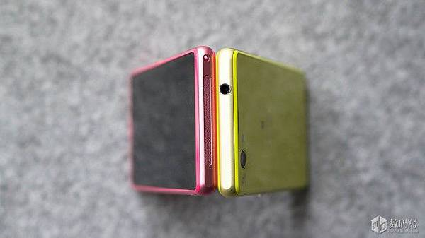 Xperia-Z1-Compact-Retail-Packaging_15-640x359