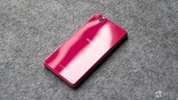 Xperia-Z1-Compact-Retail-Packaging_9-640x359