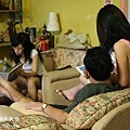 宜蘭民宿 戀戀小棧~很溫馨的在客廳看看書