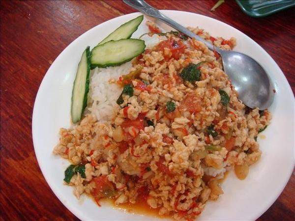 嘎拋辣炒蓋飯(豬)65