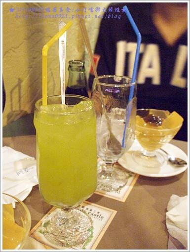 蘿蔓生菜果汁和茶凍