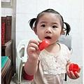 這不是番茄,是蘋果被玩壞掉了一塊下來