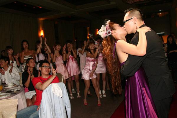 【Jess婚禮】接下來是慢舞時間,Kiss是一定要的。