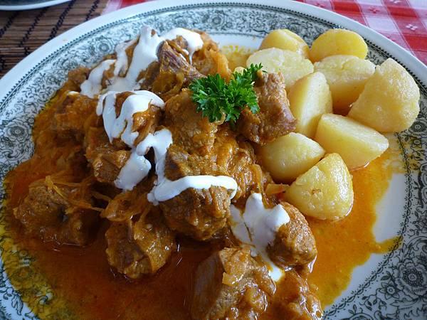 匈牙利燉牛肉+馬鈴薯