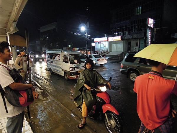 02_雨天也照常營業啦.jpg