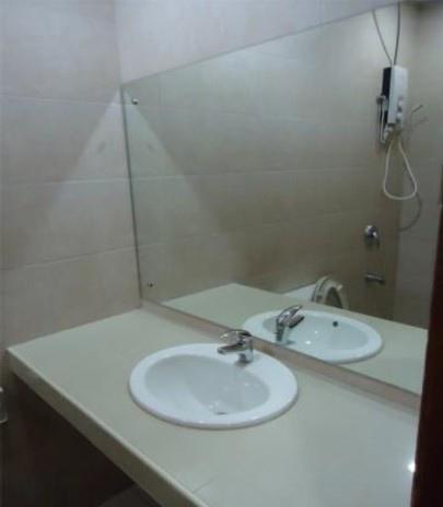菲律賓語文學校Vito浴室洗手台.jpg