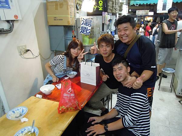 菲律賓學英文畢業生聚餐 Peggie, Shian, Nock.JPG