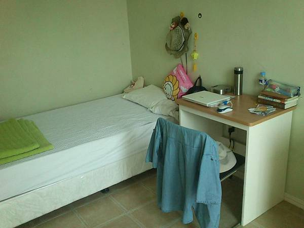 菲律賓學英文一個簡單的床.JPG