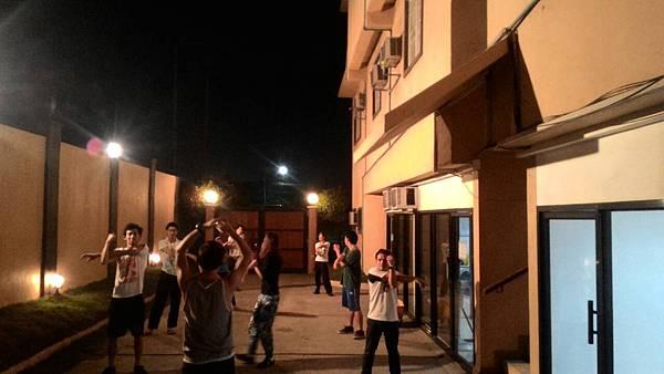 01_ 菲律賓學 英文晚上的跳舞課.jpg