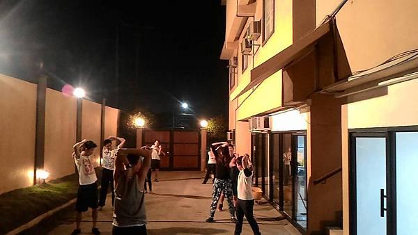 02_ 菲律賓學 英文晚上的跳舞課.jpg