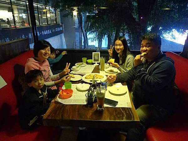 01_20161125 新竹吃飯菲律賓學英文Vito.jpg