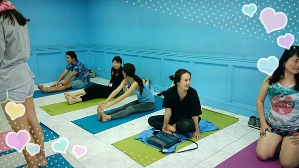 02菲律賓學英文也要練瑜珈Vito.jpg