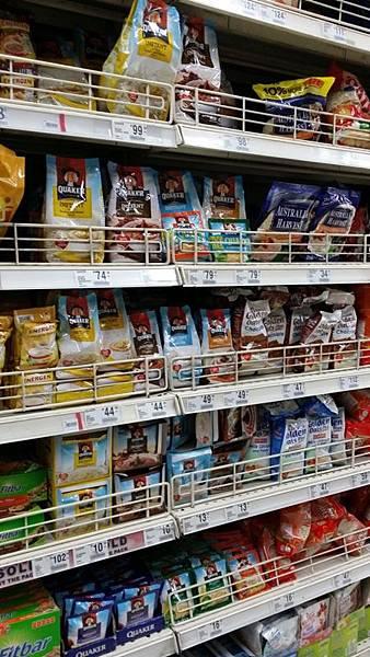 02菲律賓學英文麥片牛奶一堆Vito.jpg