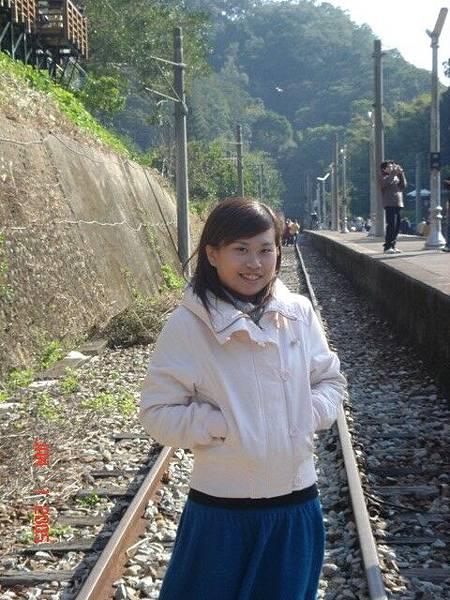 """火車軌道還真難走~""""~"""