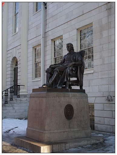 3_1_哈佛先生雕像.jpg