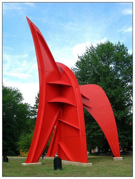 0-4_造型特殊的幾何風格藝術品,位於Musical Art Center前0_4.jpg