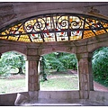 5-3_羅絲採光井內精緻的彩繪玻璃。.jpg