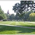 1_1_Oval 這塊巨大的綠地,是校內的戶外活動非常重要的舉辦地。.JPG