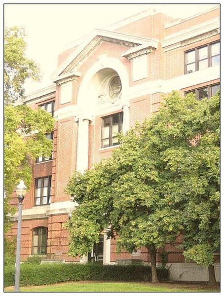 10_1_Arps Hall是教育學院,每年都有很多台灣學生入學。.JPG