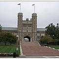 1_1 Brookings _像是堡壘一般的兩座門廳高塔,守衛著Wash U的學術傳統與青青子衿。.JPG