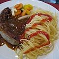 主菜:香腸義大利麵,我覺得很好吃,雖然重口味了點,但在山上有高山症,吃起來覺得不會鹹