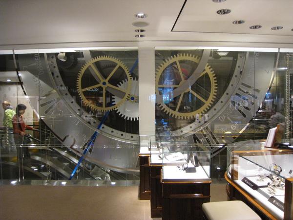 內部的裝潢是手錶內部的運作轉輪