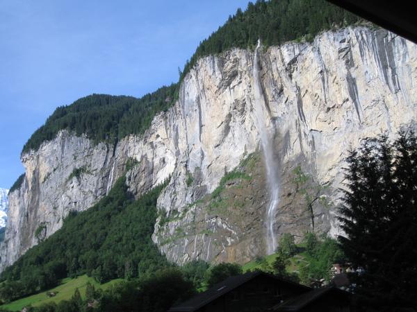 美麗的瀑布景觀