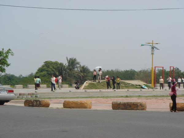 橋旁景觀.JPG