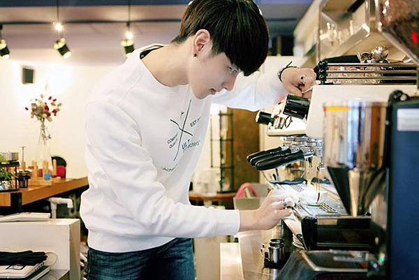 01f-kangbin-lee-korean-latte-art-barista.jpg