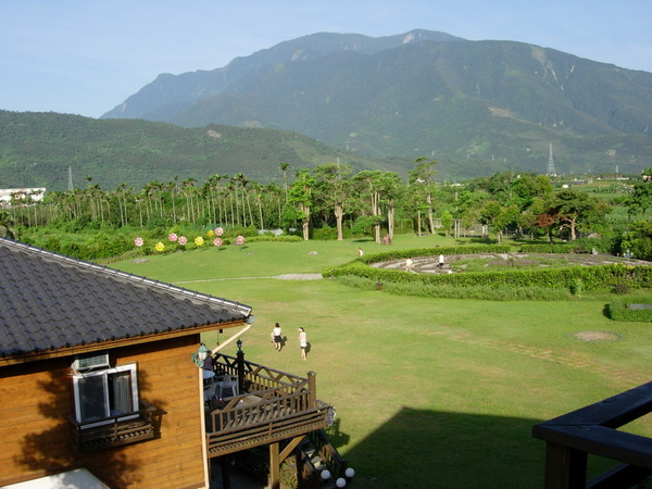 這是第一天晚上在花蓮住的飯店景觀一隅