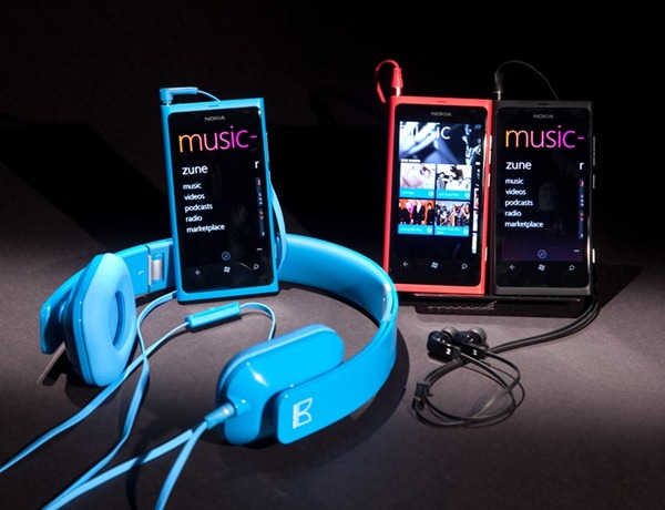 Nokia Lumia 800 (Mix Radio) with Nokia Purity HD Stereo Headset by Monster and Nokia Purity Stereo Headset by Monster (Black)