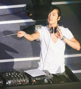 20100307_JKS_AsiaTourInTaipeiFM_01_DJshow-1.jpg