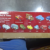 981197 KidKraft Disney Cars Radiator Springs Race Track and Play Table 迪士尼汽車總動員軌道車組 126x86x40公分 90件以上零件 3歲以上 4479 06.jpg