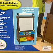 999561 KidKraft Grand Storage Easel 直立式畫架收納組 64x57x126公分 75英呎紙捲 3個畫杯 4塑膠收納香 黑白板 112-122公分 2799 05.jpg