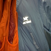 771842 Arcteryx Atom LT Vest 系列 男防風保暖背心 化纖保暖材質 S-XL. 3699 04.jpg