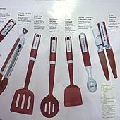 736942 KitchenAid 烹飪用具7件組 適用不沾鍋具 可以用於洗碗機(開罐器除外) 耐熱232度C  紅黑 1359 04.jpg