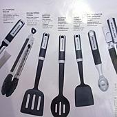 736942 KitchenAid 烹飪用具7件組 適用不沾鍋具 可以用於洗碗機(開罐器除外) 耐熱232度C  紅黑 1359 07.jpg