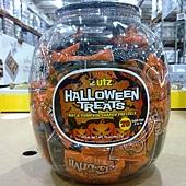 389226 UTZ Halloween Pretzel 萬聖節餅乾桶 992.2公克 329 02.jpg