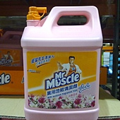 101570 Mr. Muscle 威猛先生 淡雅百合萬用地板清潔劑 8公升 適用於磁磚、大理石、塑膠、磨石子地板 419 02.jpg
