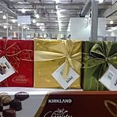 213979 Kirkland Signature 精選盒裝巧克力 454公克 金紅綠三種包裝 比利時製造 399 02.jpg