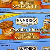 997277 Snyders Of Hanover 切達起司夾心餅乾餅 每盒30入共850公克 299 02.jpg